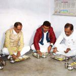 Chief Minister Shri Chouhan took food at Chedilal Kol's house